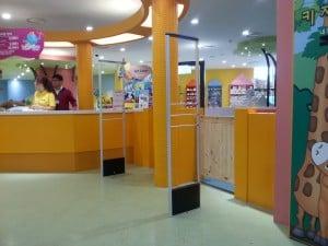 Yên tâm lựa chọn cổng từ an ninh siêu thị cùng với HPT Việt Nam